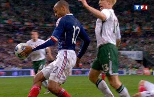 --> EURO 2016 <-- - Page 3 Main-de-thierry-henry-france-irelande